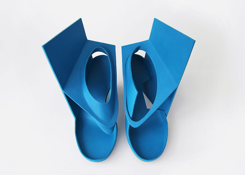Blue-panel-shoe_Marloes-ten-Bhomer_design_dezeen_banner